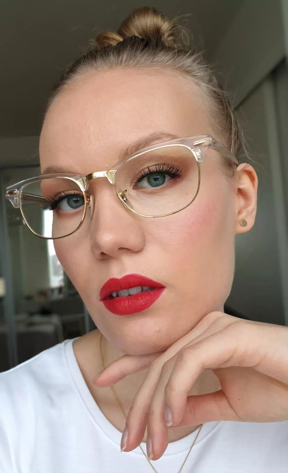 Classic Makeup For Glasses Wearers Charlotta Eve In 2020 Classic Makeup Glasses Makeup Glasses
