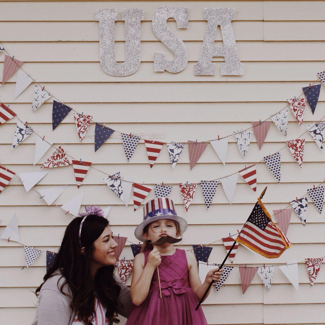 USA inspired photo backdrop #fourthofjuly #DIY #americanflag #decor #banner #USA #photobooth #party #photobackdrop #backdrop