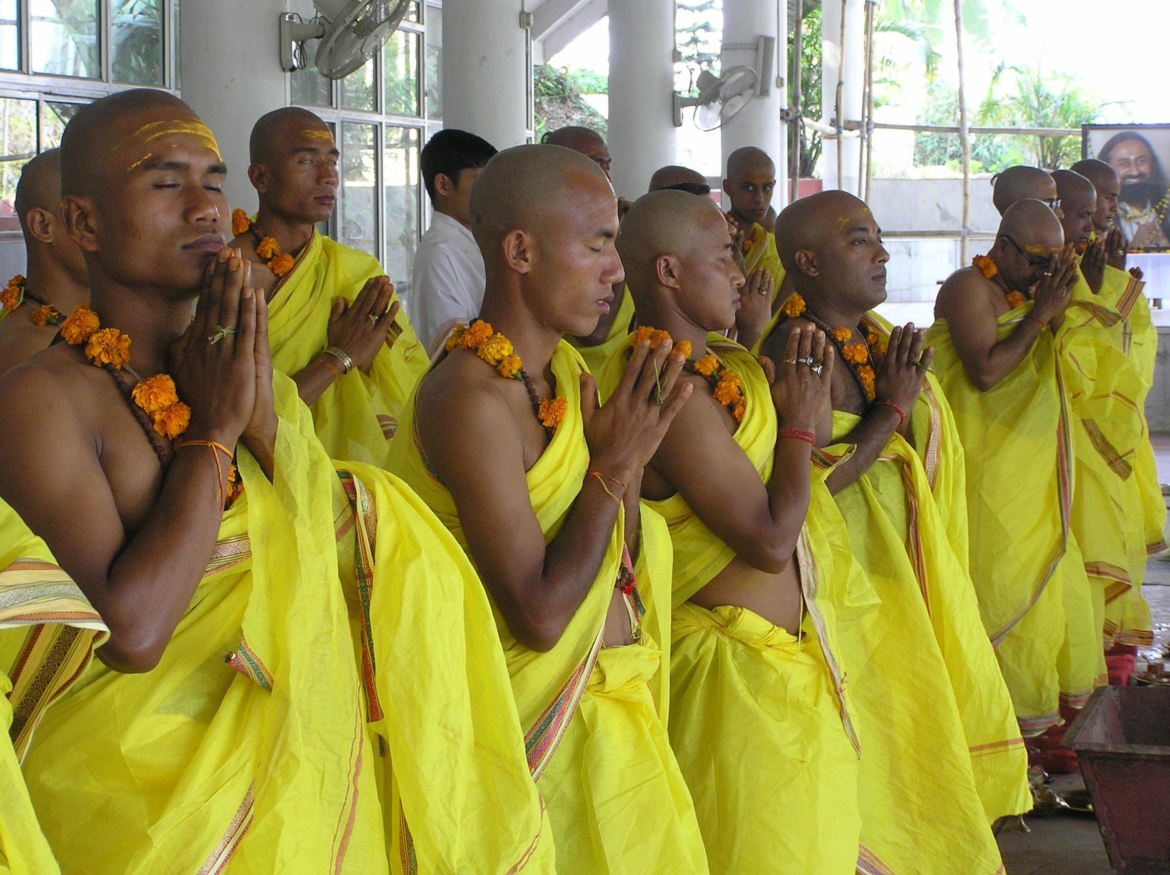 A samuhik Upanayana conducted in our Guwahati Art of Living Ashram in Assam (India). To know more about Upanayana: www.swamipurnachaitanya.com