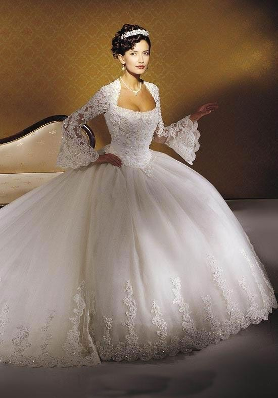 Without the sleeves, this is my dream wedding dress :) #weddinggowns ...