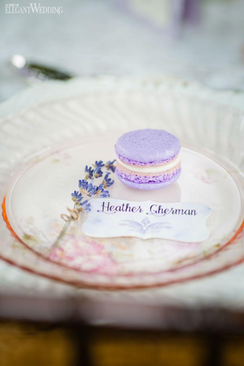 Delicious purple lavender macarons! Wedding favor/favour macaroons ...