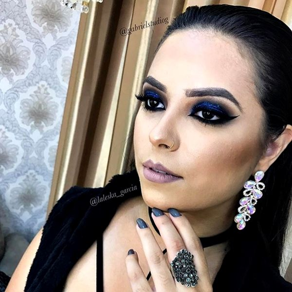 Vestido preto maquiagem