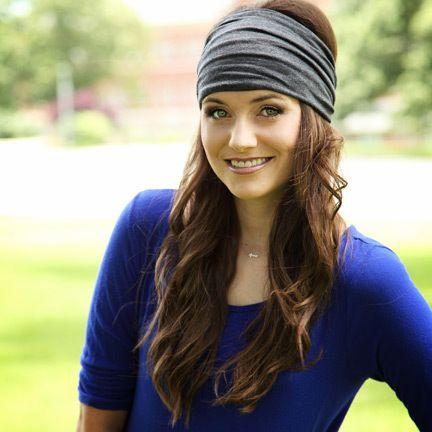 Headband 101 4 Very Modern Ways To Wear The Hair Accessory This Fall Headband Hairstyles Hair Styles How To Wear Headbands