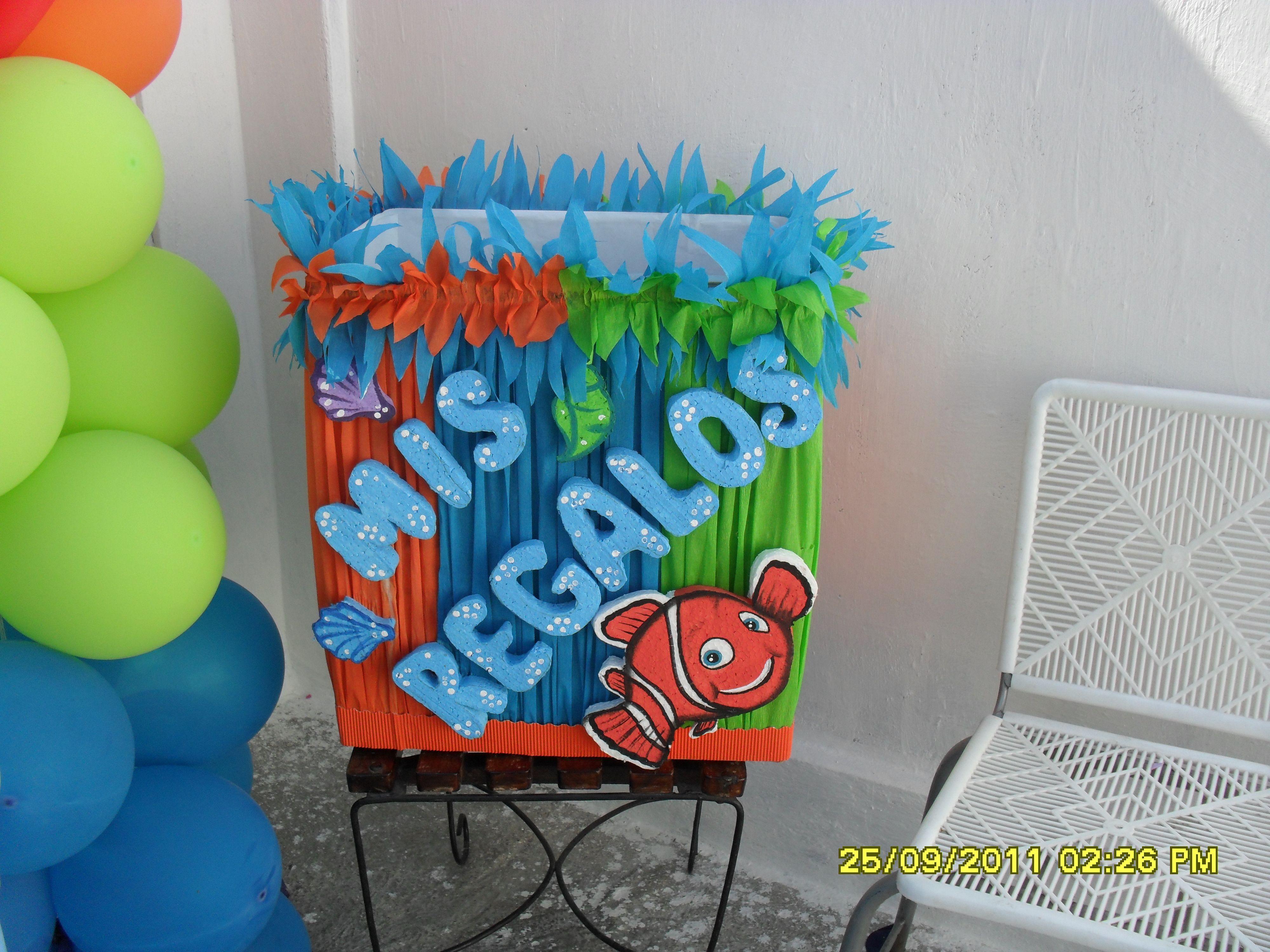 caja de regalos decorada con tema de nemo lluvia de ideas fiestas pinterest fiesta mickey mouse fiesta mickey and mickey mouse