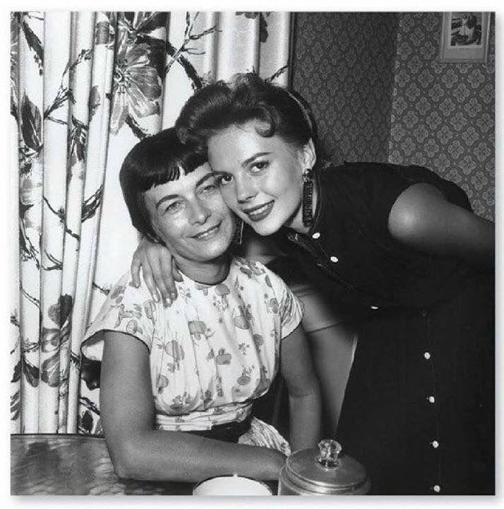 Natalie with her mother Maria Gurdin #blackandwhite | Natalie wood ...