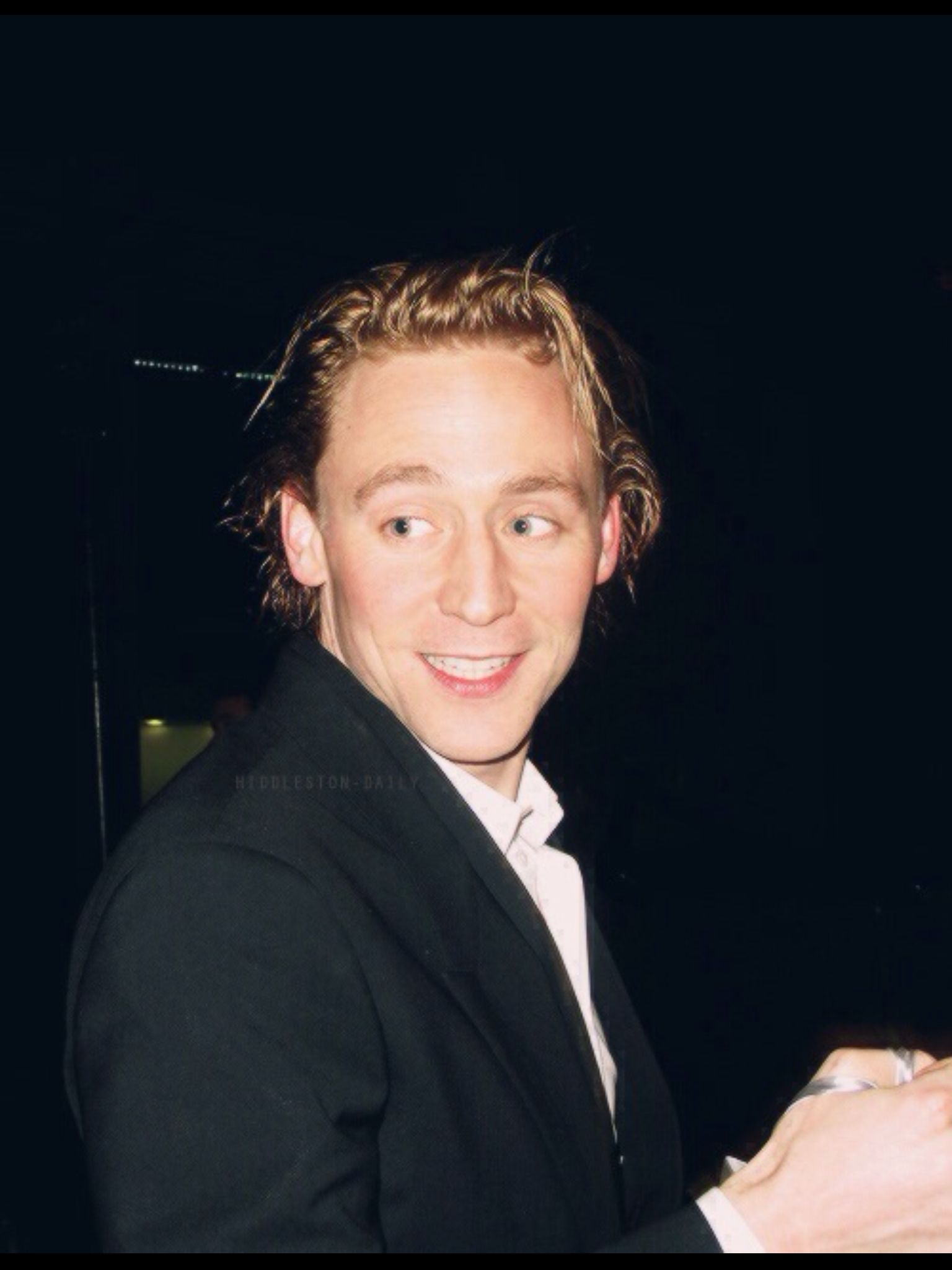 Tom Hiddleston And His Natural Hair Color Found It In Taste Of