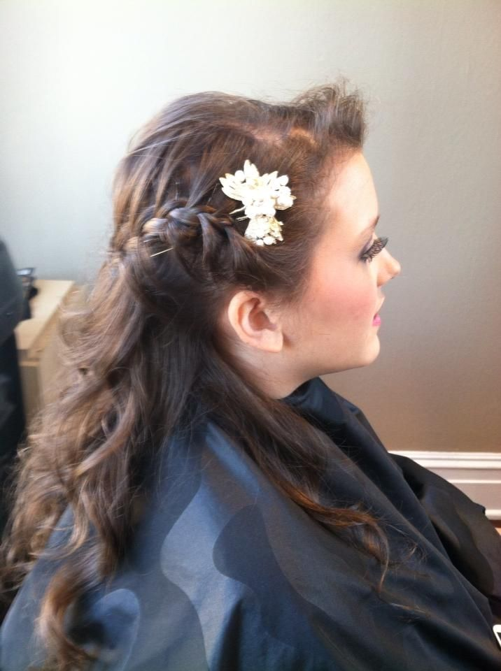 Love this hair piece- perfect for a wedding!