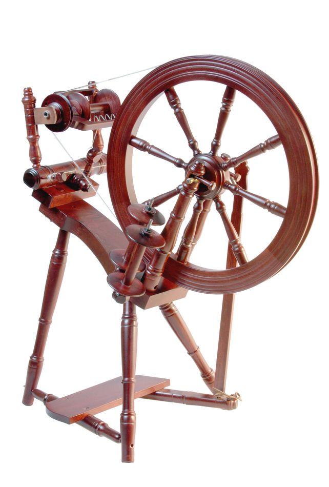 The Prelude Spinning Wheel - Mahogany £275.00