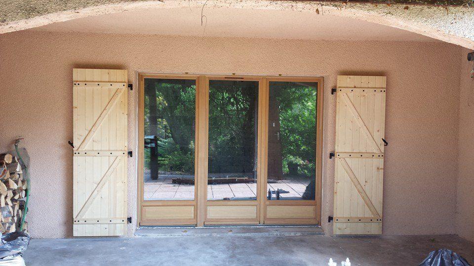 Pose En Neuf De Menuiseries Bois Porte Fenêtre Et Volets - Volet bois porte fenetre