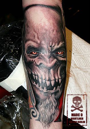 red eyes bad beard gnome black and white schwarz wei tattoo ink marc d tattoogalerie. Black Bedroom Furniture Sets. Home Design Ideas