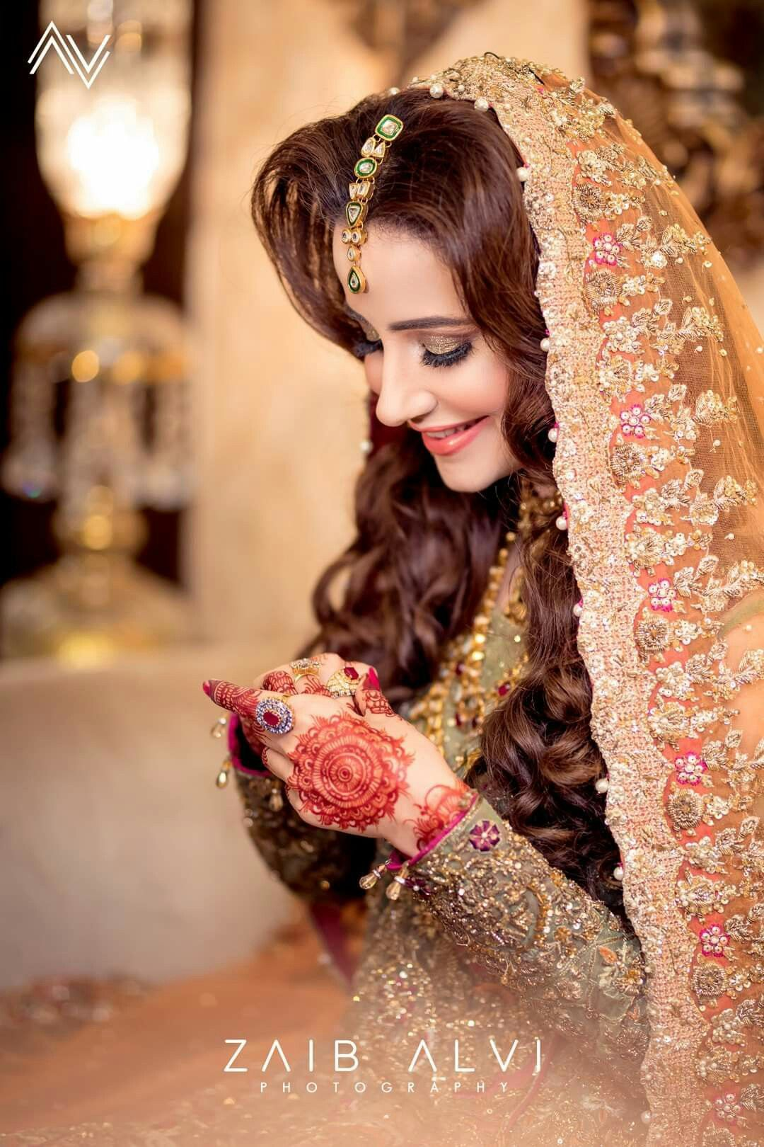 Pin By The Kiznaive On Global Fashion 4 Pakistani Bridal Makeup Pakistani Bridal Makeup Hairstyles Pakistani Bridal Dresses