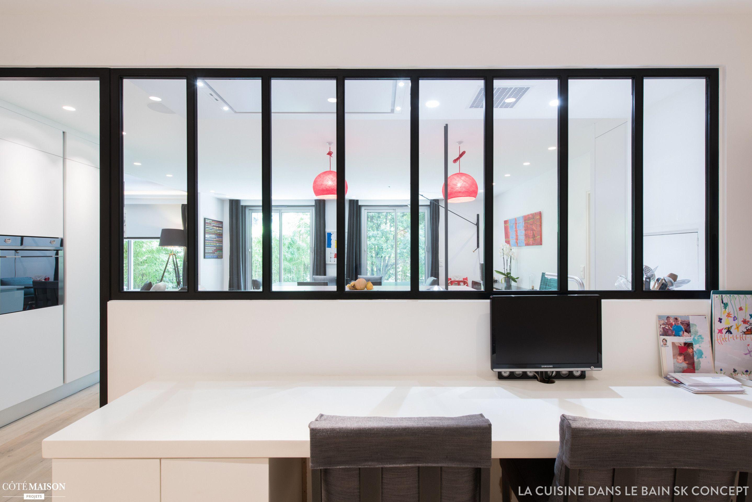 Un verri re est une s paration id al pour isoler le bureau for Verriere atelier blanche