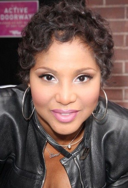 Toni Braxton Short Curly Hairstyle | Toni braxton, Wet ...