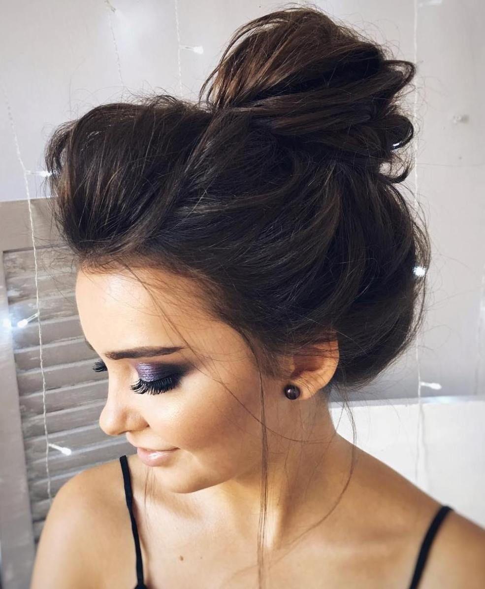40 Messy Bun Hairstyles To Refresh Your Casual Look Frisuren Ausgefallene Hochsteckfrisur Frisur Hochgesteckt