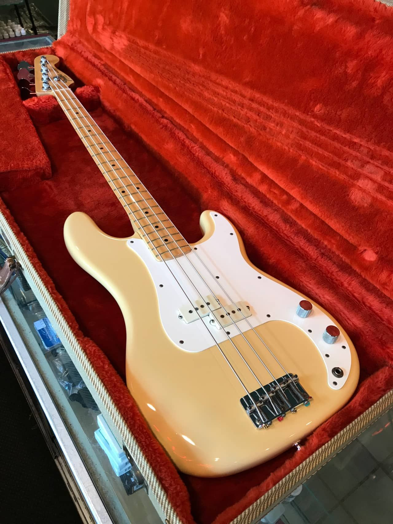 vintage 1983 usa fender p bass cream precision bass in excellent condition this cool instrument is american made alder body maple neck cream finish  [ 1280 x 1707 Pixel ]