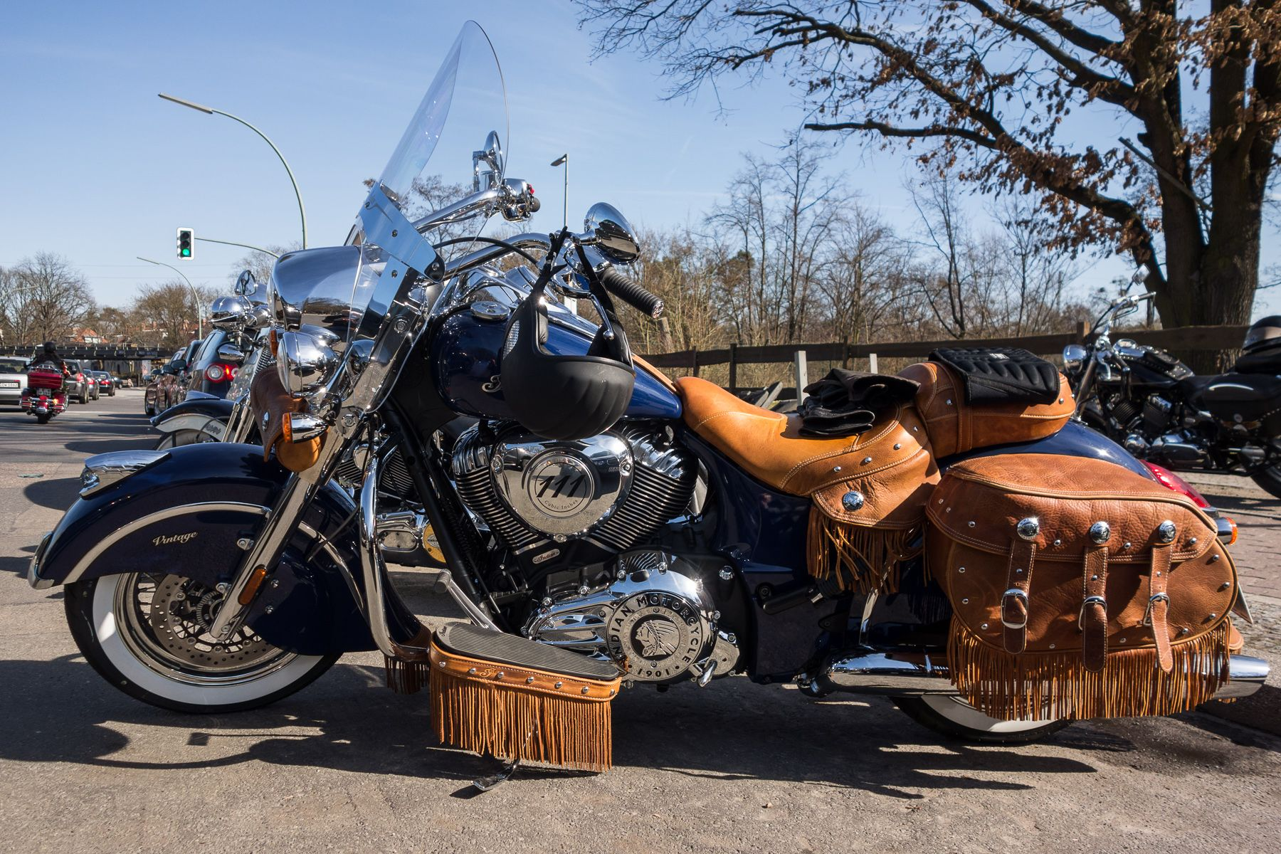 Meet indian motorcycles first model of 2016 indian chief dark - Motos Indian Chief Vintage Buscar Con Google