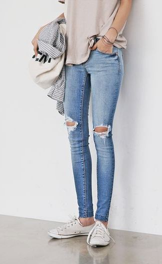 Ripped-knee skinnies for days. | Style | Pinterest | Nice Beauty and Dr. who