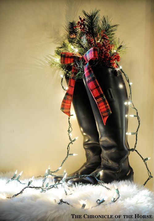 Equestrian Holiday Decor DIY. The Chronicle of the Horse Untacked, Winter 2014 Issue: http://read.uberflip.com/i/407779