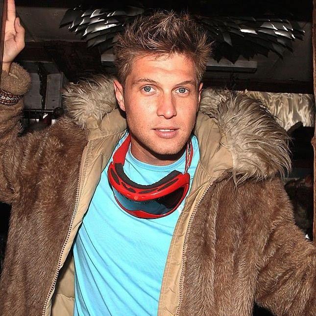 Mr. Gay World 2010 ha muerto a los 33 años. http://factorbanda.blogspot.cl/2014/06/mi-experiencia-como-mister-gay.html