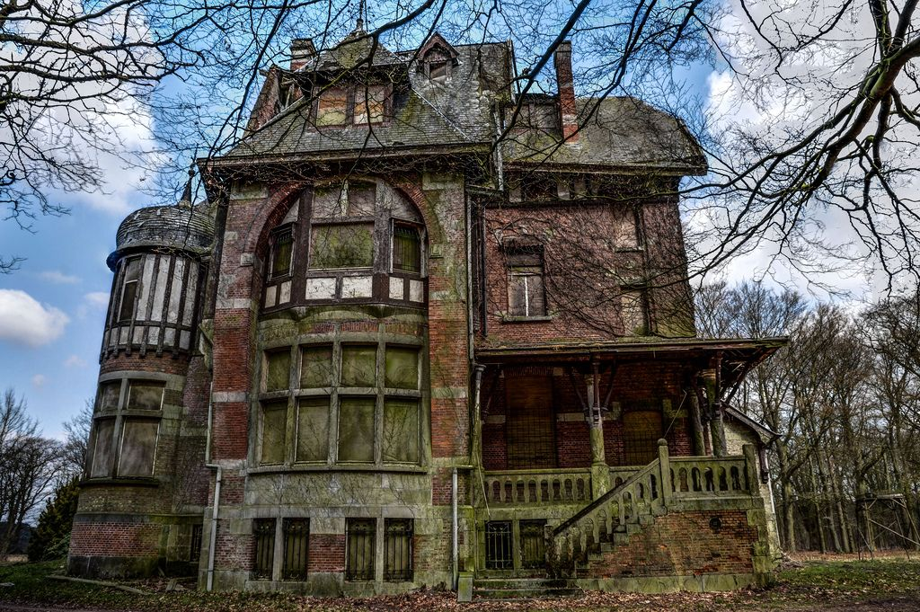 Steampunktendencies chateau nottebohm antwerp for Victorian manor house