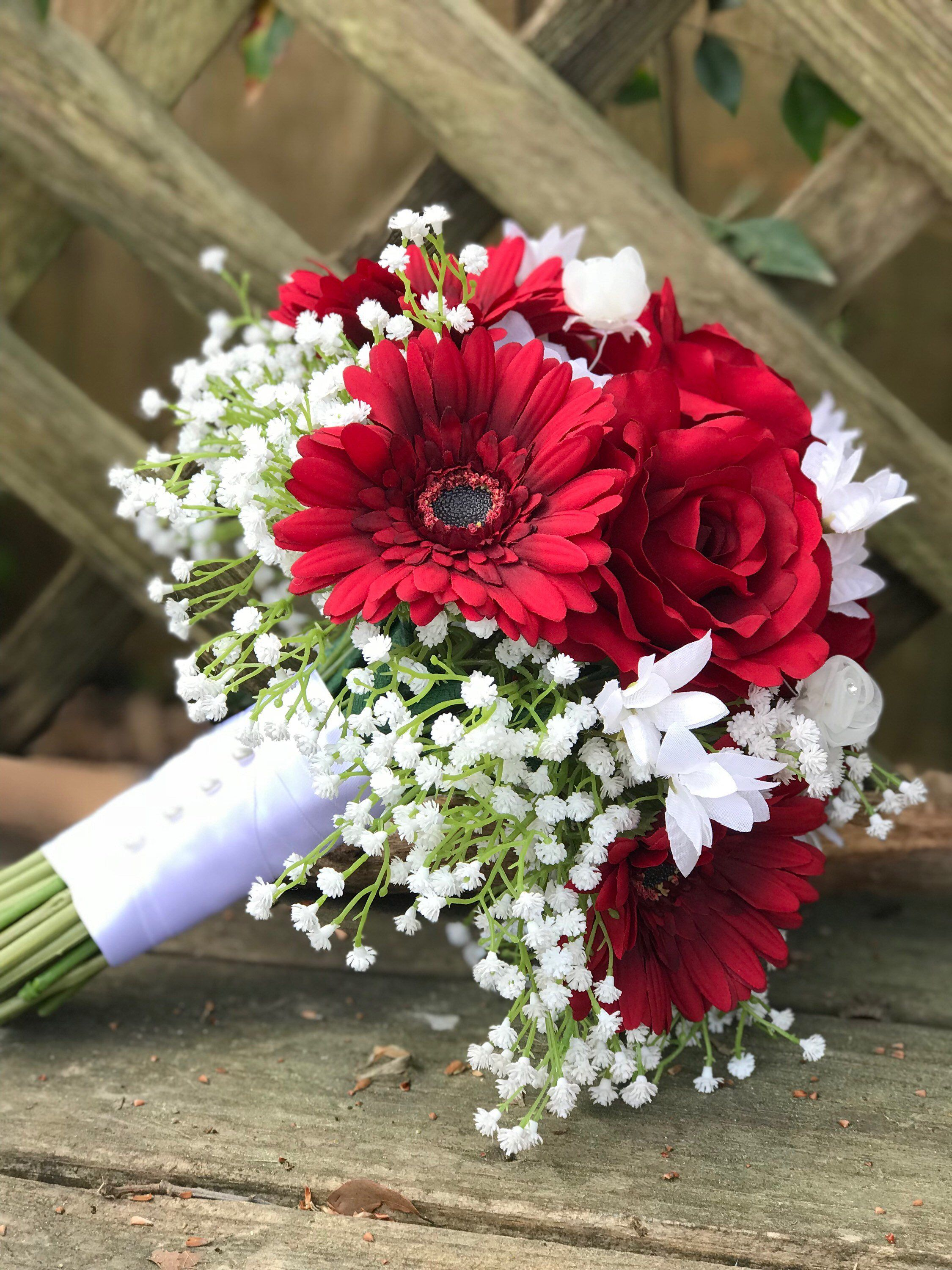 Red Rose Gerbera Daisy Wedding Bouquet With Images Daisy