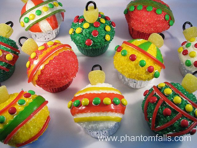 Christmas Ornament Cupcakes | Diy christmas garland ...