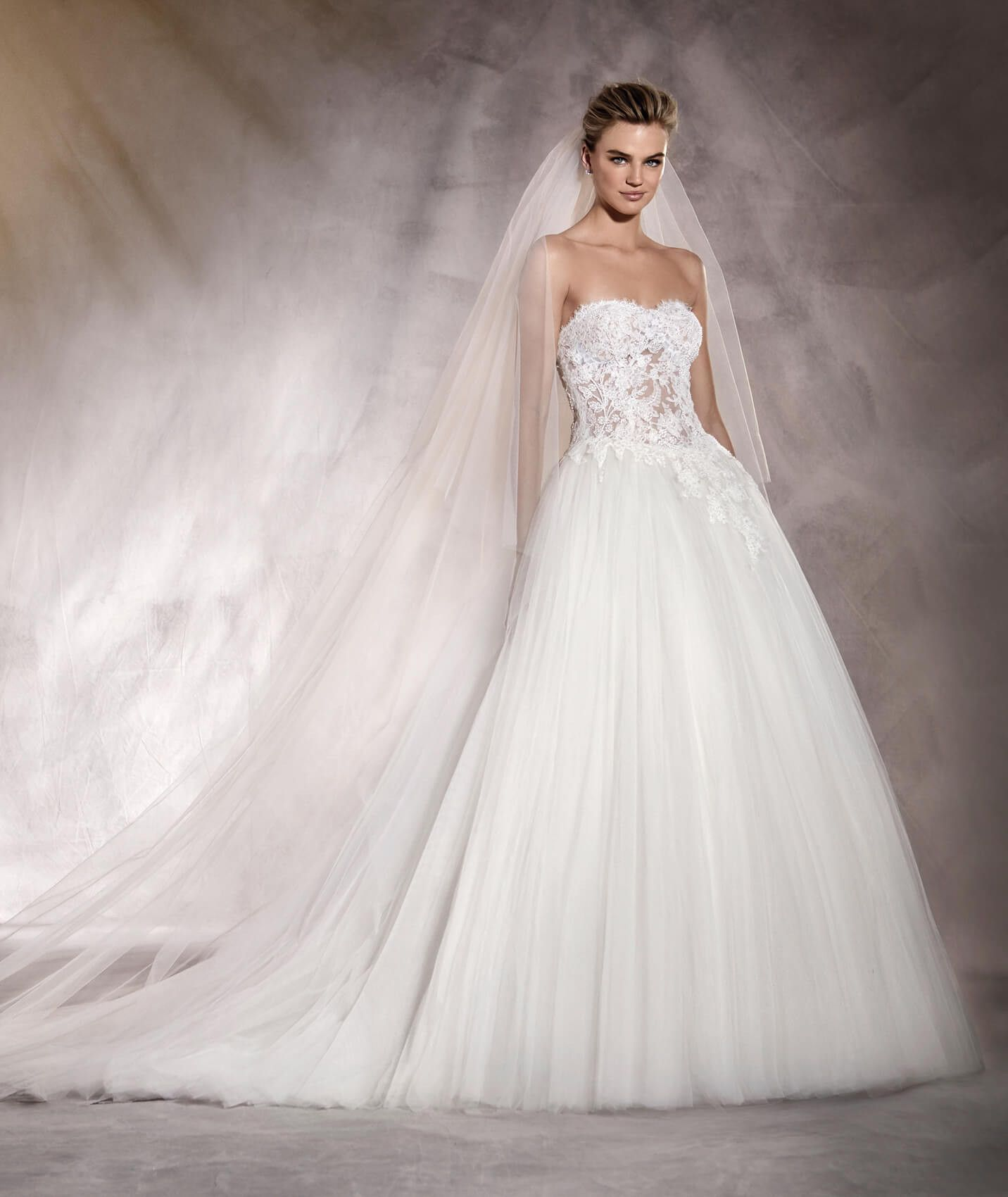 ALESANDRA - Wedding dress with a sweetheart neckline in lace and ...