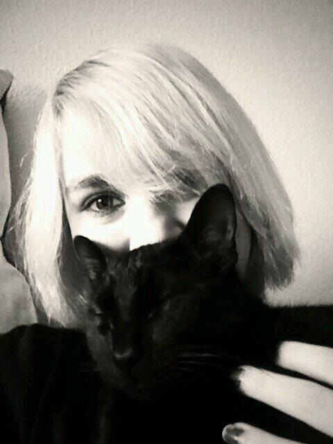 Kitty cuddles <3