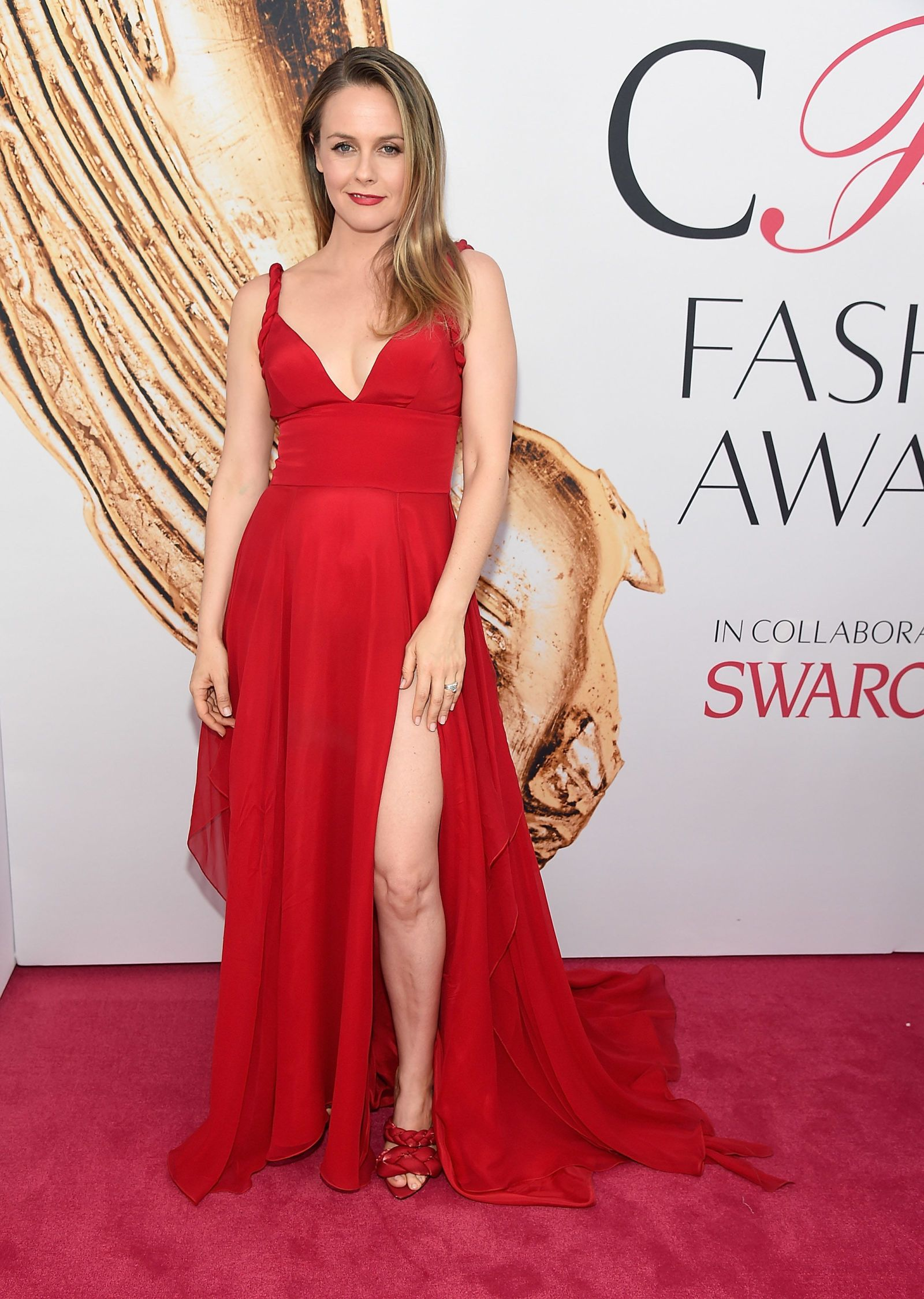 Alicia Silverstone Channels Cher Horowitz At The Cfdas Celebrity Style Red Carpet Red Slip Dress Red Carpet Fashion