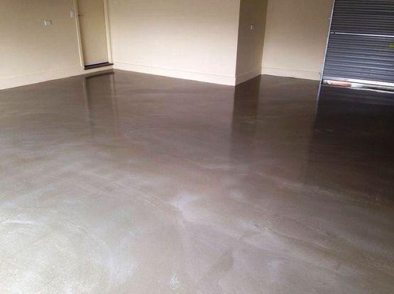 Best Applying Garage Floor Sealant With Epoxy Coating Floor 400 x 300