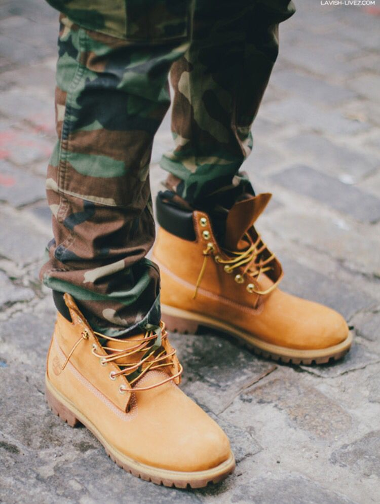 4185bd96c94 Camo Pants and Tims Timberland Mujer Look