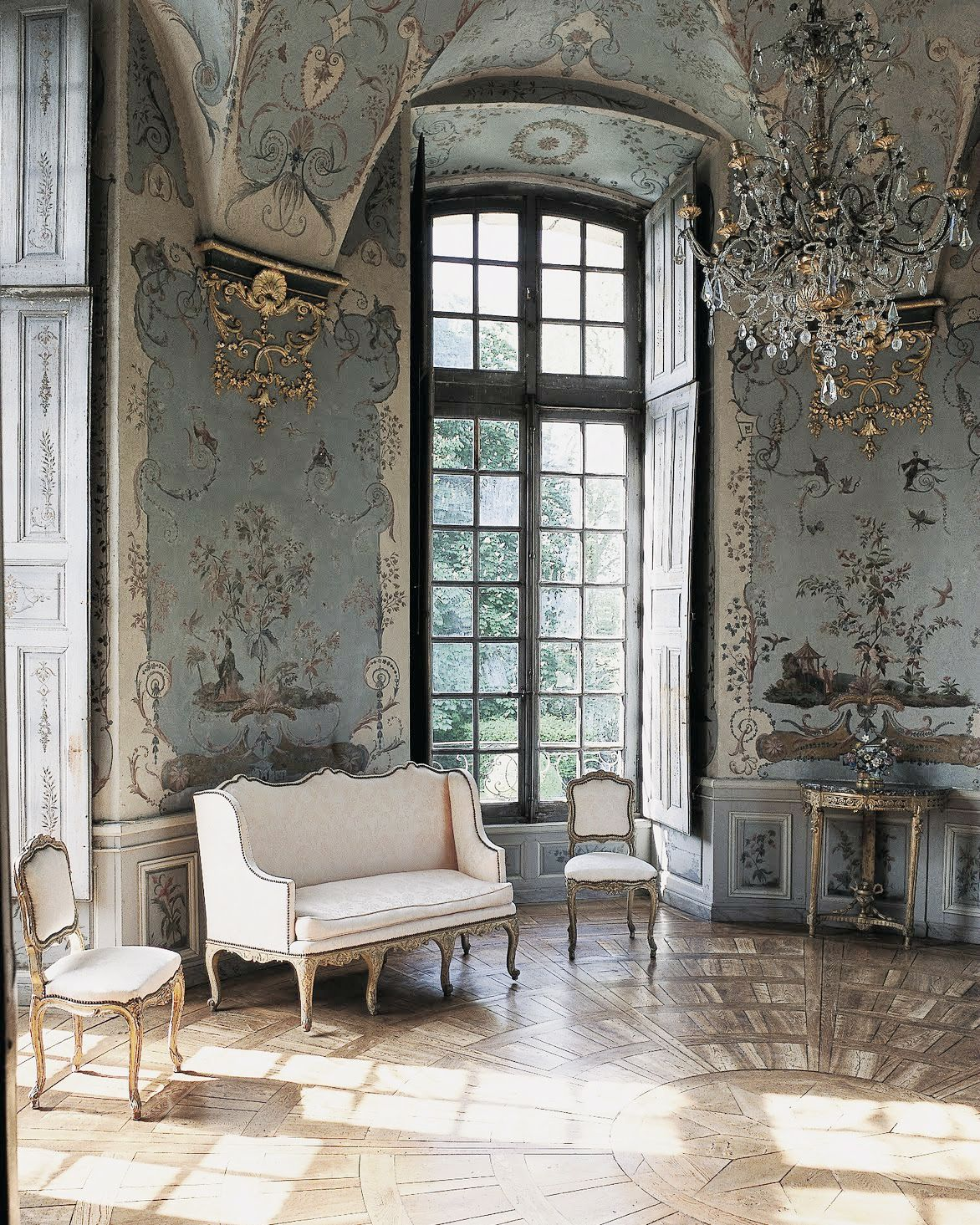 This Ivy House Photo With Images Chateaux Interiors
