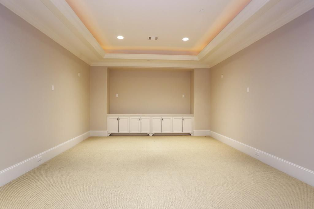Recess lighting in ceiling alcove