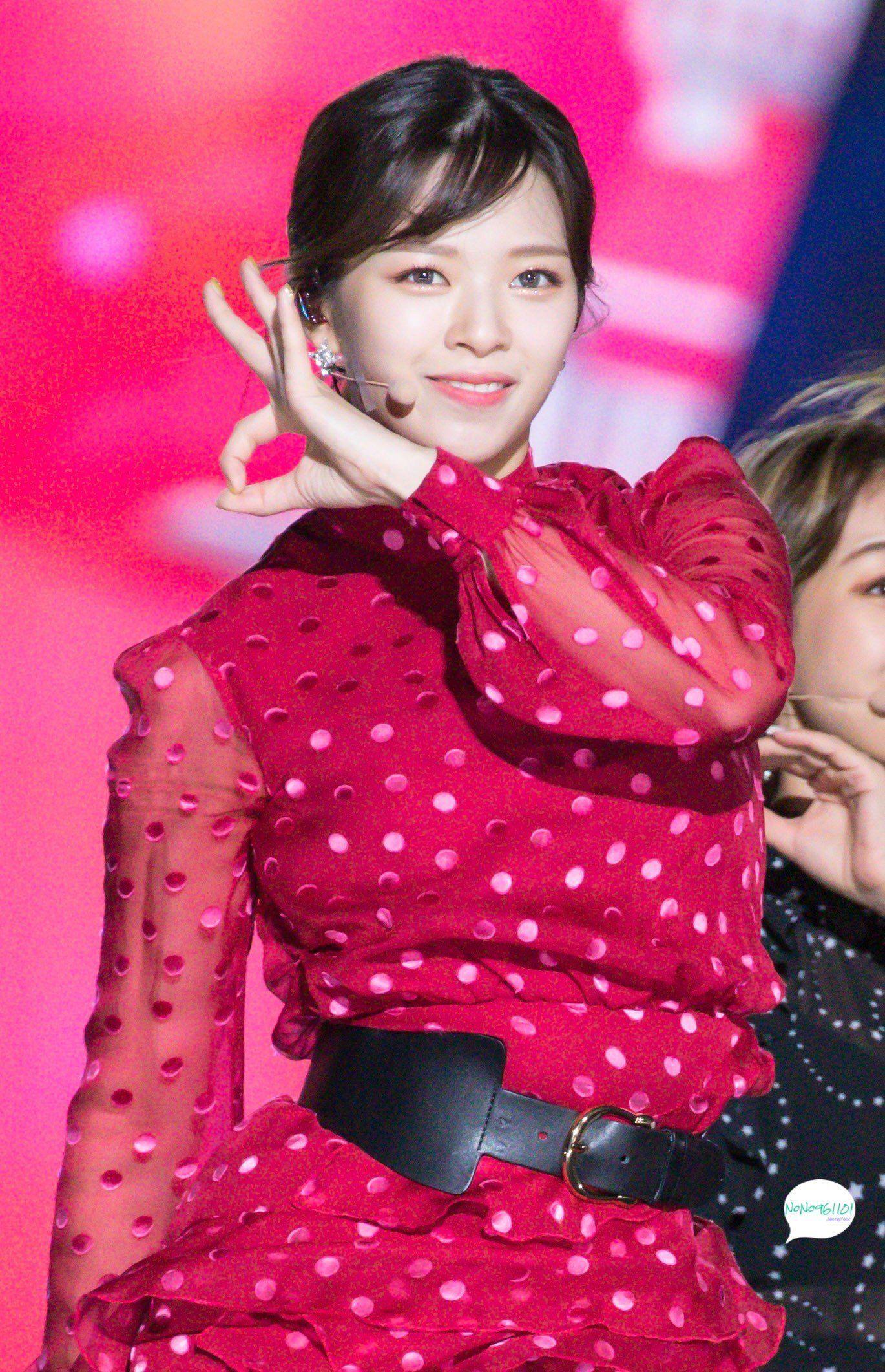 Pin by Kaylie 🍒⚡️🌈 on JeongYeon Kpop girls, Korean idol