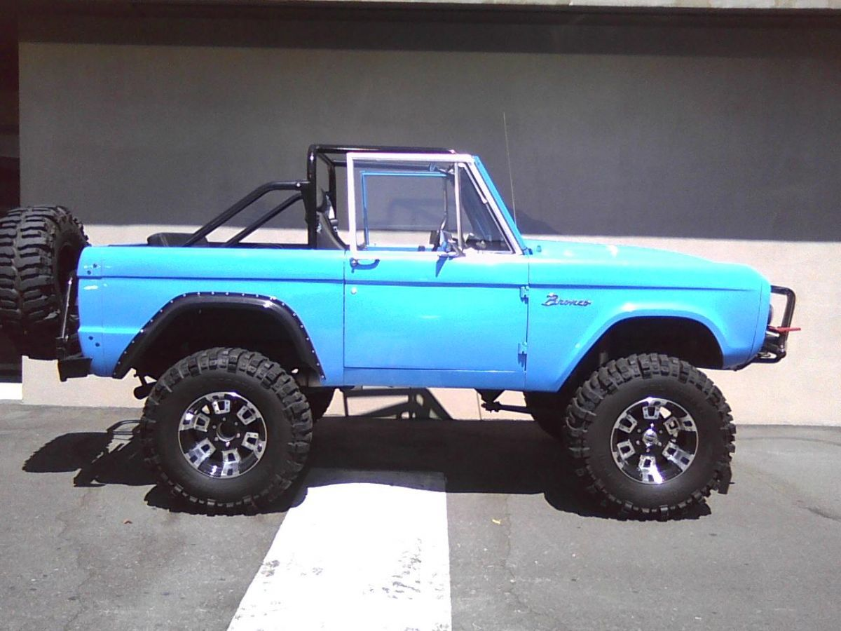 Ford Bronco Looks Cool Without The Top And I Like The Color