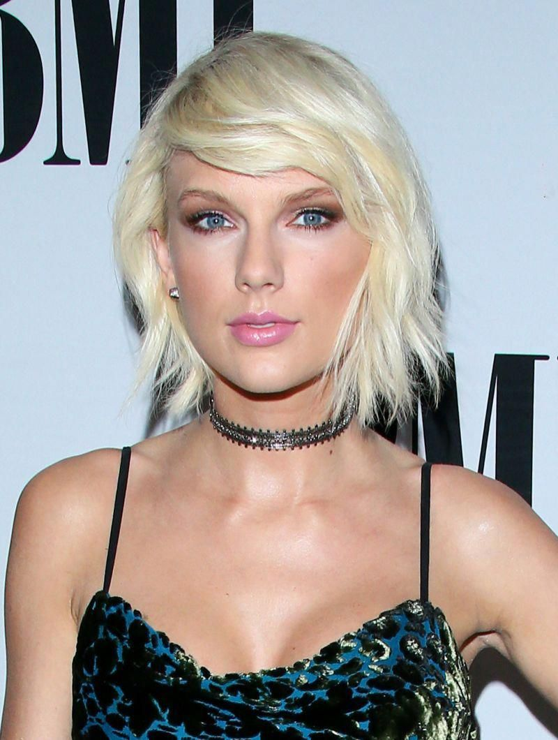 Love Taylor Swift S Edgy Bleached Blonde Bob Here S How To Recreate The Look Howtostylebobhairstyles With Images Celebrity Beauty Bleach Blonde Bob Blonde Bobs