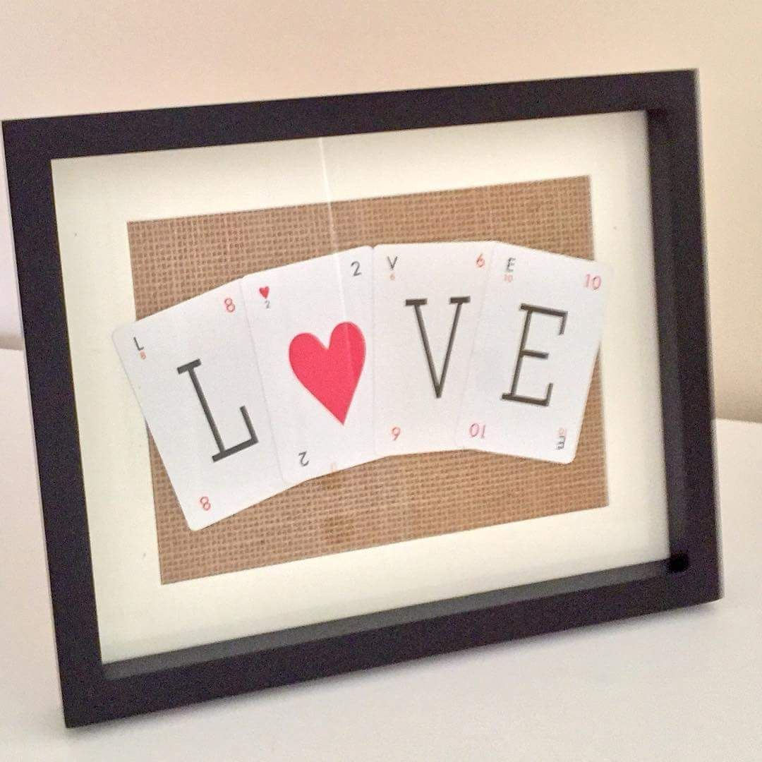 Photo Frame Made Using Playing Cards And Burlap Photoframe Valentines Diy Photo Frame Easy Holidays Crafts