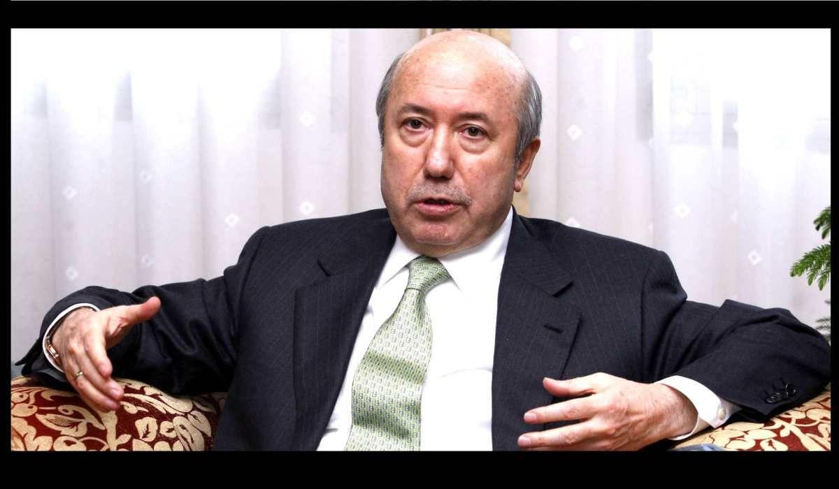 Eski Maliye Bakanı Kemal Unakıtan tedavi gördüğü hastanede vefat etti