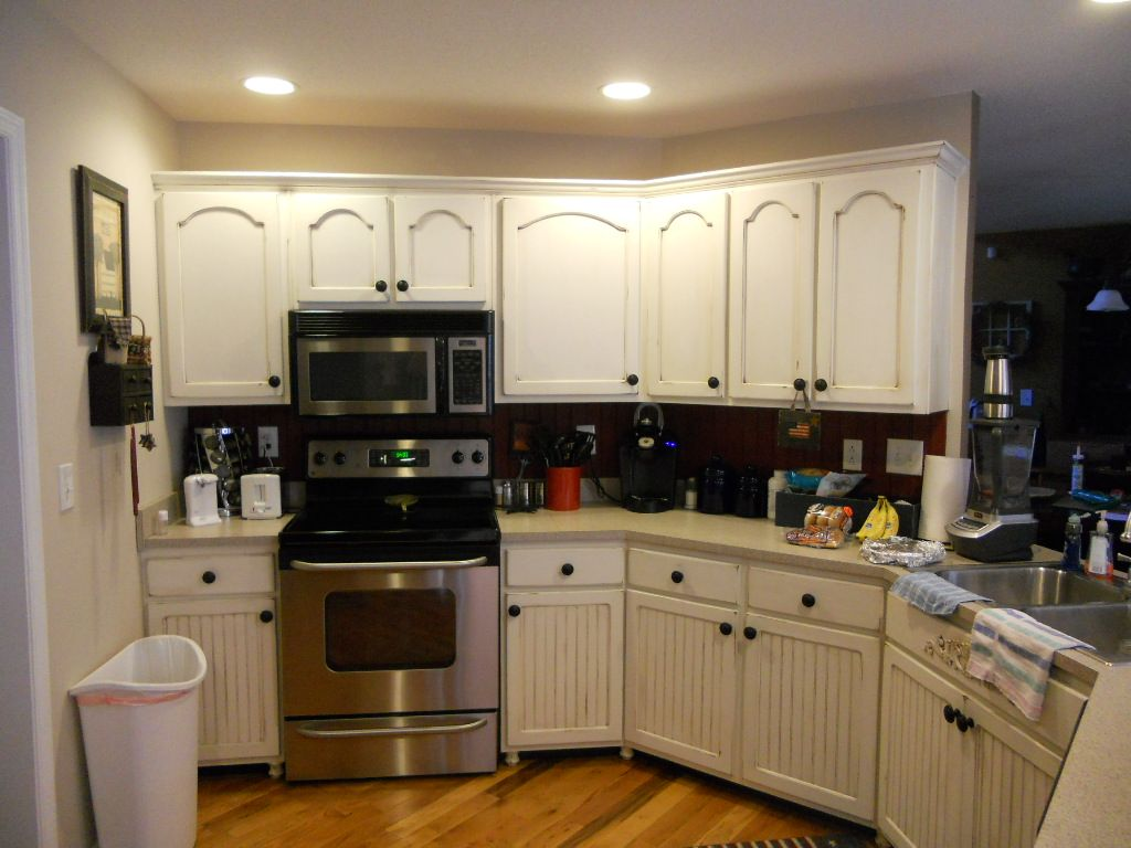 Traditional Antique White Kitchen Welcome! This photo gallery has pictures  of kitchens featuring cream or antique white kitchen cabinets in  traditional ... - 27 Antique White Kitchen Cabinets [Amazing Photos Gallery Kitchen