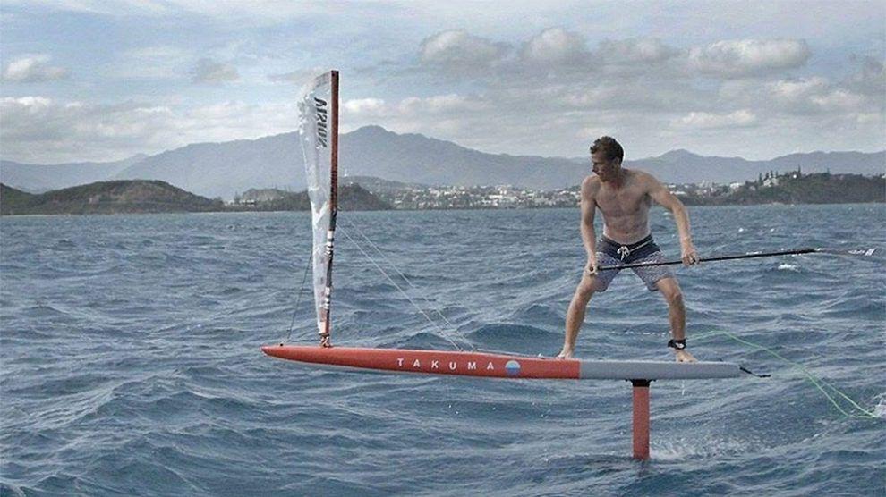 Cyril Coste Sur Un Stand Up Paddle Foil Avec Une Voile Foil Magazine Stand Up Paddle Planche A Voile Planche De Surf
