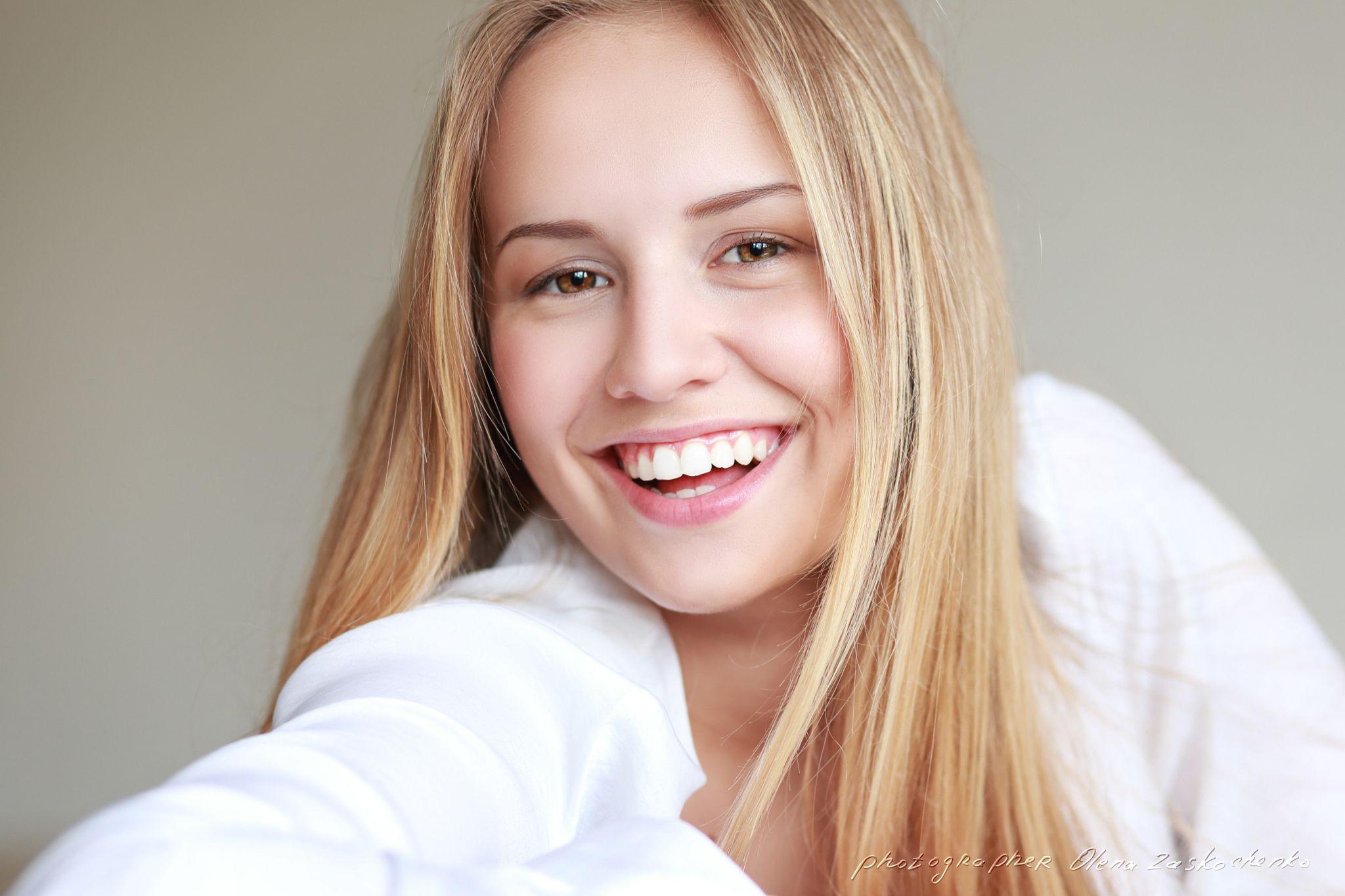 Teen Girl Smiling Headshot Of Beautiful Teen Girl Smiling With Big