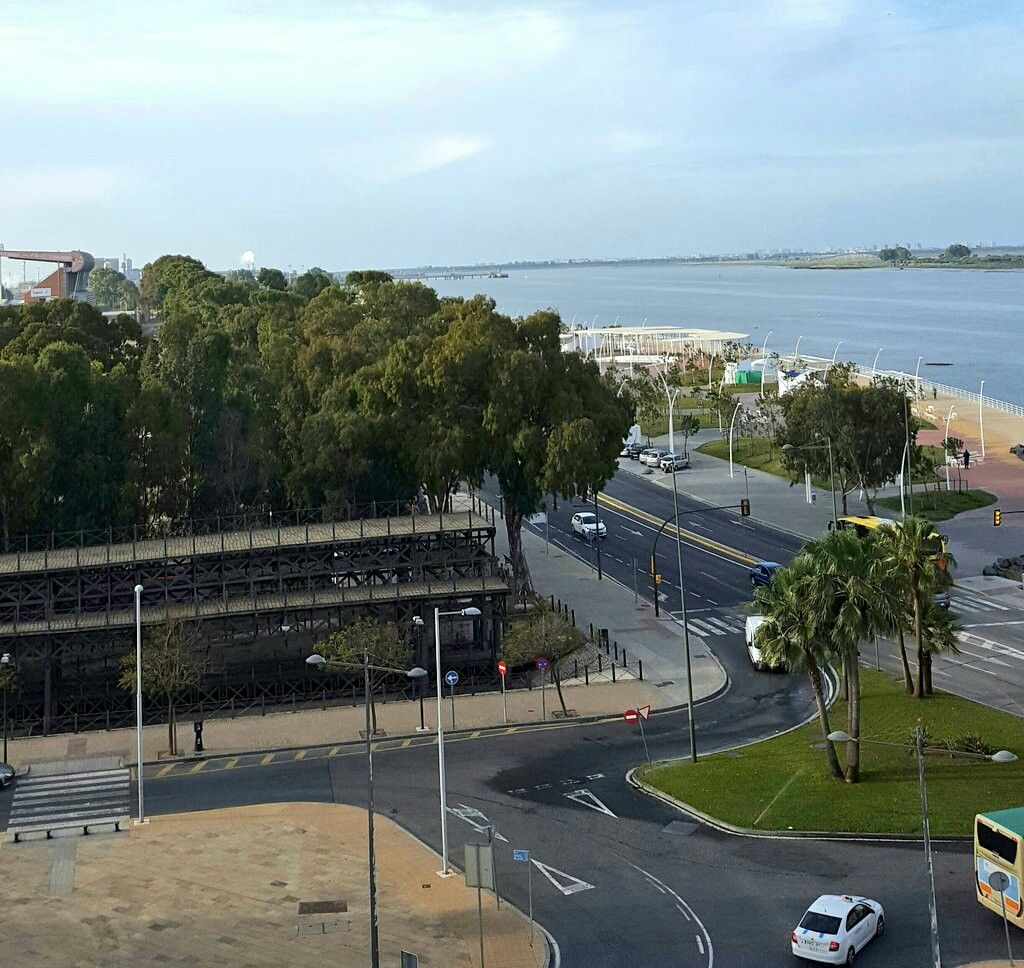 Nuevo Paseo De La Ría Parte Del Muelle Del Tinto Al Fondo Punta Umbría Y El Nuevo Colombino Huelva Puntaumbría Turismo Punta Umbria Umbría Turismo