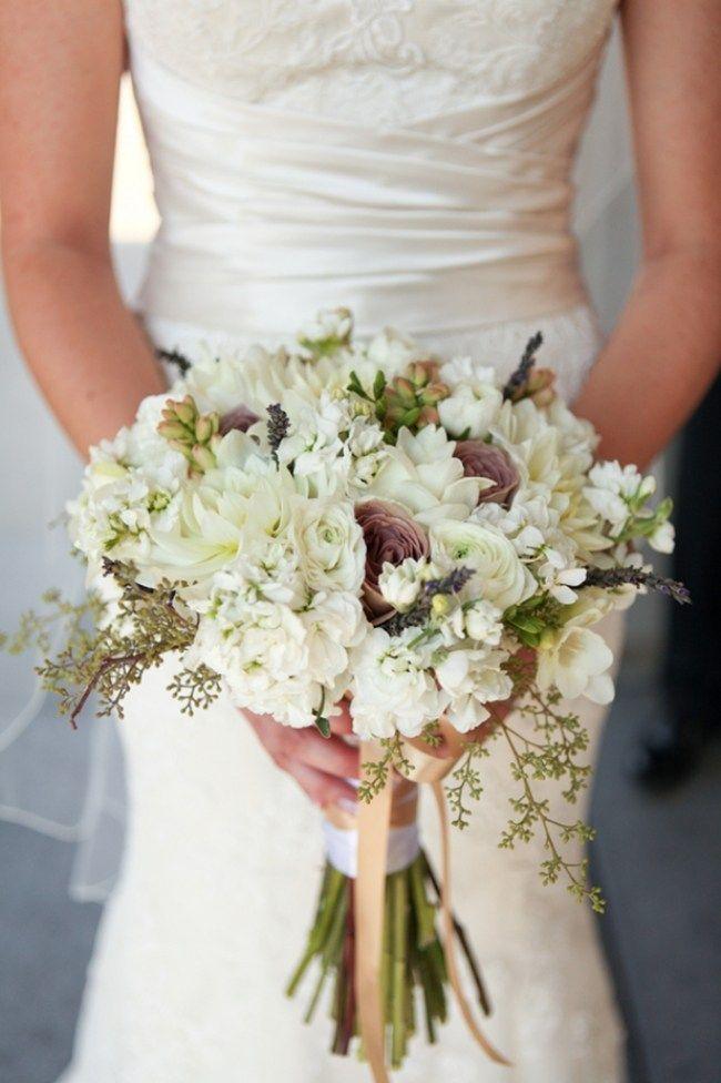 Uppige Hochzeitsstrausse Passend Zum Brautkleid Wahlen Ranunkel