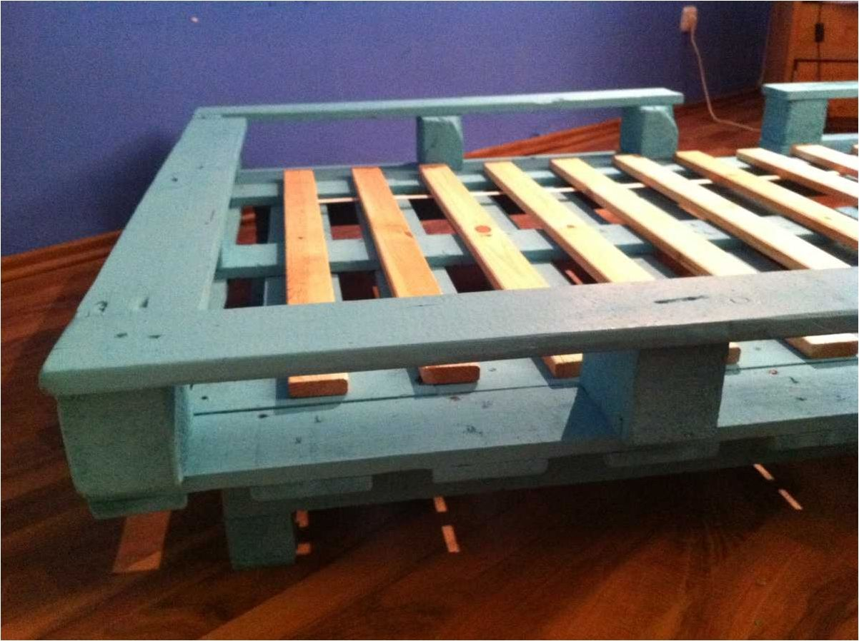 Pallet furniture bedroom make a distinctive and trendy look and