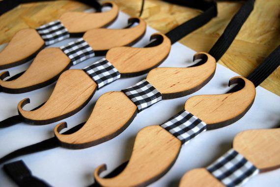 Mustache Bow Tie - Wooden Bow Tie. Wood Bow Tie - Boys Bowtie. Oak Wood Bowtie… Sie inetessieren sich für den einzigartigen Gentleman Look? Schauen Sie im Blog vorbei www.thegentlemanclub.de