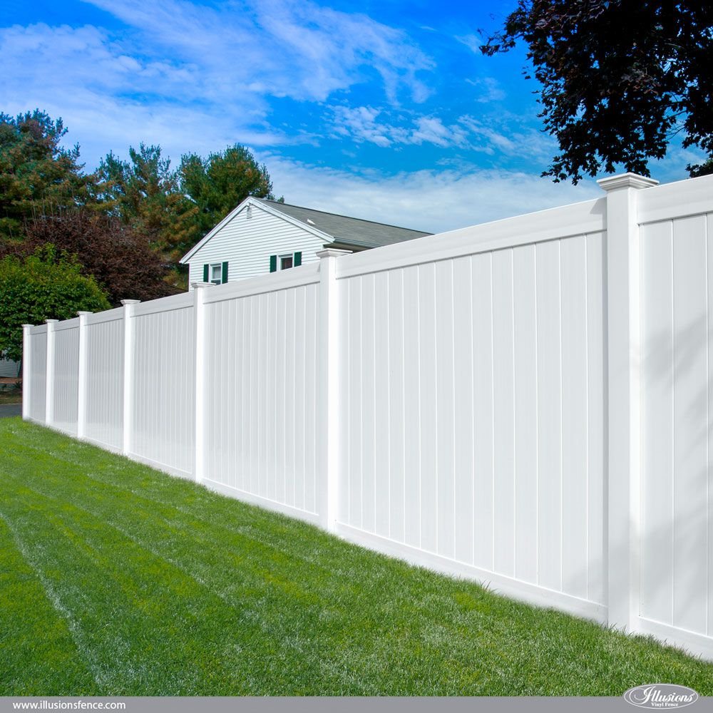 Illusions Pvc Vinyl Fence Photo Gallery Illusions Fence White Vinyl Fence Vinyl Fence Modern Fence