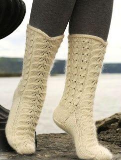 Мир хобби: Беленькие ажурные носочки из Drops (вязание спицами)