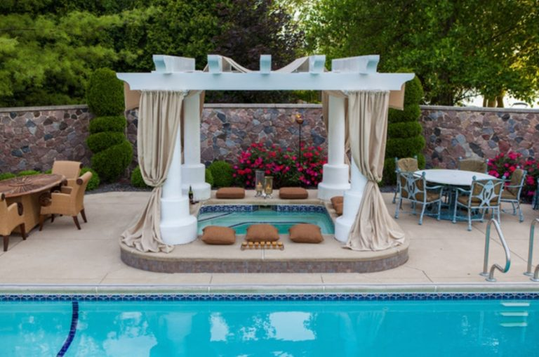 Outdoor Jacuzzi Ideas: Designs, Pros, and Cons [A Complete ...