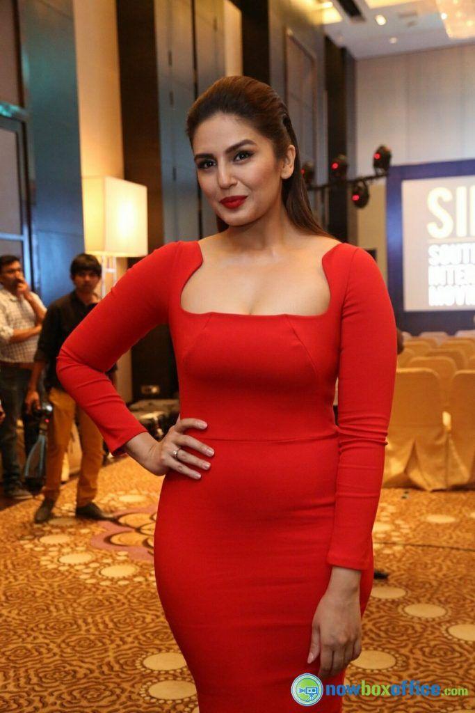 Huma Qureshi Jolly Llb Heroine Hot Short Dress  Bollywood -8286
