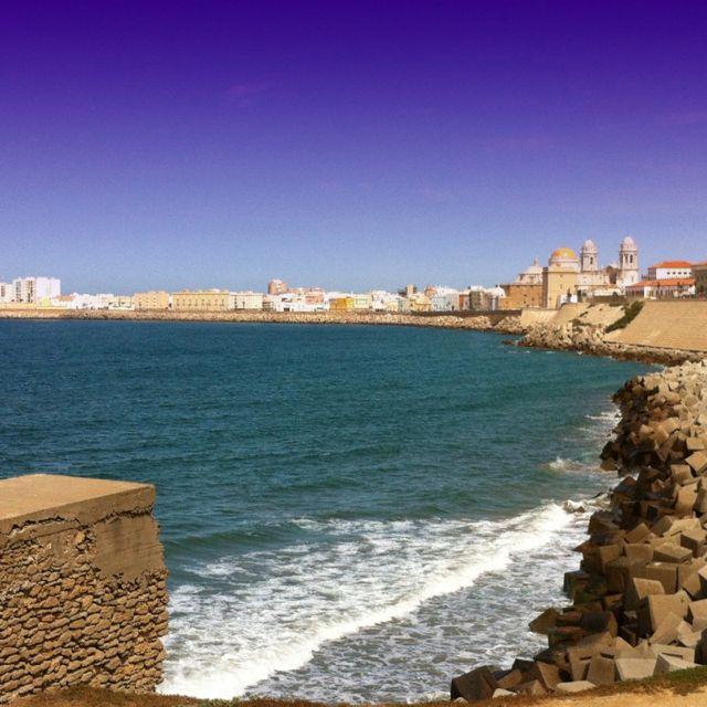 Cádiz, tacita de plata